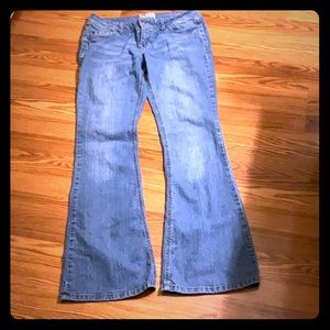 Preowned slightly worn blue jeans size 9
